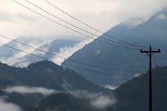 Montagnes de Cloudforest Equateur avec le mât de téléphone Image stock