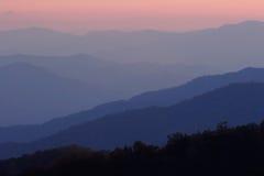 Montagnes de coucher du soleil Photos stock