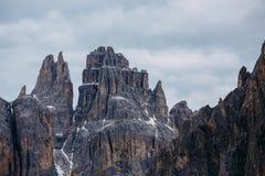 Montagnes de dolomites dans le nord de l'Italie Dessus de montagne contre photo stock