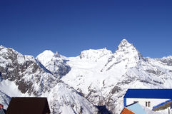 montagnes de dombaj de Caucase Photo stock
