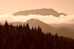 Montagnes de fond de nature photos stock