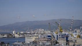 Montagnes de Gênes, les installations portuaires et chantiers navaux banque de vidéos