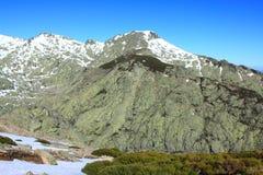 Montagnes de gredos de neige à avila Images stock