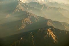 Montagnes de l'Himalaya rocailleuses dans la lumière de matin Photographie stock libre de droits