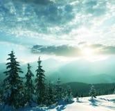 Montagnes de l'hiver Image stock