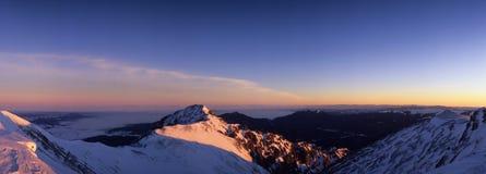 Montagnes de l'hiver Images stock