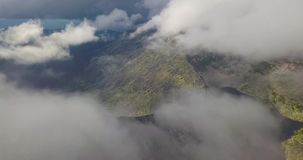 Montagnes de la Norvège par les nuages 4K clips vidéos