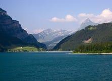 montagnes de lac images libres de droits