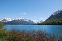 montagnes de lac de l'Alaska Photographie stock libre de droits