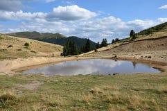montagnes de lac petites Photos stock