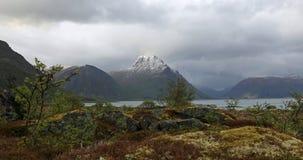 Montagnes de Lofoten après tempête de neige Images libres de droits