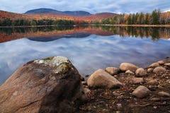 montagnes de loon de lac d'adirondack images stock