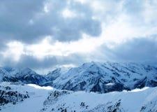 Montagnes de lumière du soleil Photos stock