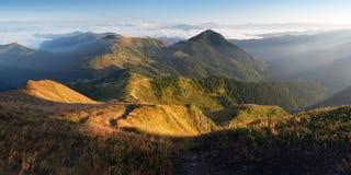 Montagnes de matin de panorama Photos stock