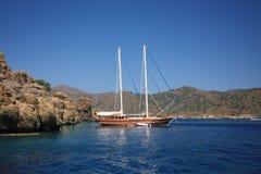 Montagnes de mer de bateau Image libre de droits