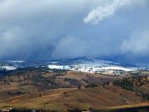 Montagnes de Milou avec le ciel nuageux Photos libres de droits