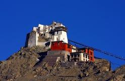 montagnes de monastère de l'Himalaya vieilles Images stock