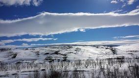 montagnes de mystère en hiver Photo stock