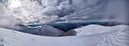 Montagnes de neige Photographie stock libre de droits