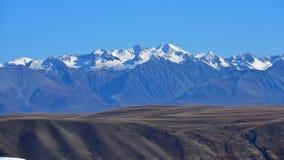 Montagnes de neige d'Alpes du sud Photographie stock libre de droits