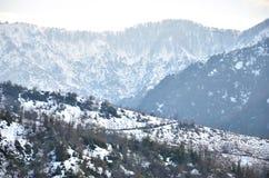 Montagnes de neige de la Géorgie Photo stock