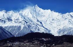 Montagnes de neige de Meili Photo stock