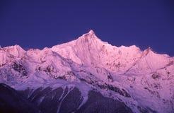 Montagnes de neige de Meili Photos stock
