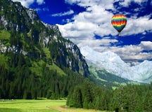 Montagnes de neige en Suisse Images libres de droits