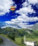 Montagnes de neige en Suisse Photographie stock libre de droits