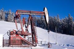 Montagnes de plot de pompe de puits de pétrole Photos libres de droits