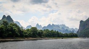Montagnes de rivière et de karst à Guilin, Chine image stock