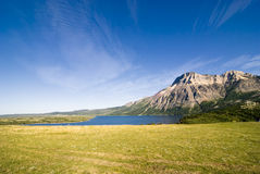 Montagnes de stationnement national de lacs Waterton Photographie stock