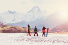 Montagnes de surfeurs d'amis de concept de ski Images libres de droits