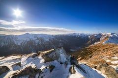 Montagnes de Tatra dans l'horaire d'hiver neigeux Image stock