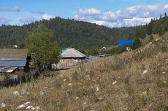 Montagnes de village de photo Photographie stock libre de droits