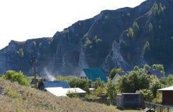 Montagnes de village de photo Photos libres de droits