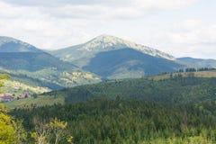 Montagnes des Carpathiens Photo libre de droits
