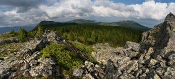 Montagnes des Monts Oural du sud Photographie stock