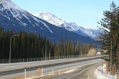 montagnes du Canada rocheuses au déplacement Photographie stock libre de droits