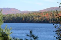 Montagnes du Vermont en automne Images stock