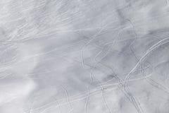 Montagnes en nuages au beau jour d'hiver Image stock