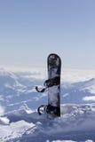 Montagnes en nuages au beau jour d'hiver Image libre de droits