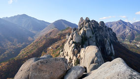 Montagnes en parc national de Seoraksan en Corée du Sud Photographie stock libre de droits