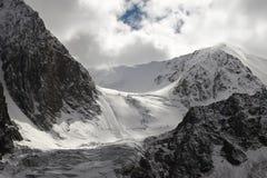 Montagnes et glacier. Photo libre de droits