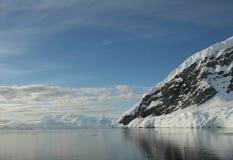 Montagnes et glaciers reflétés Photo libre de droits