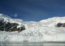 Montagnes et glaciers reflétés Photographie stock libre de droits