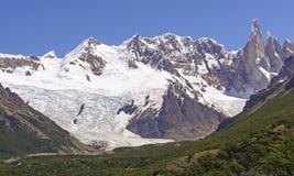 Montagnes et glaciers sur Sunny Day Images stock