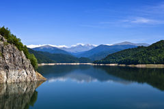 Montagnes et lac Photo stock