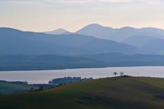 Montagnes et lac Photos libres de droits