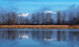 Montagnes et lac photo libre de droits